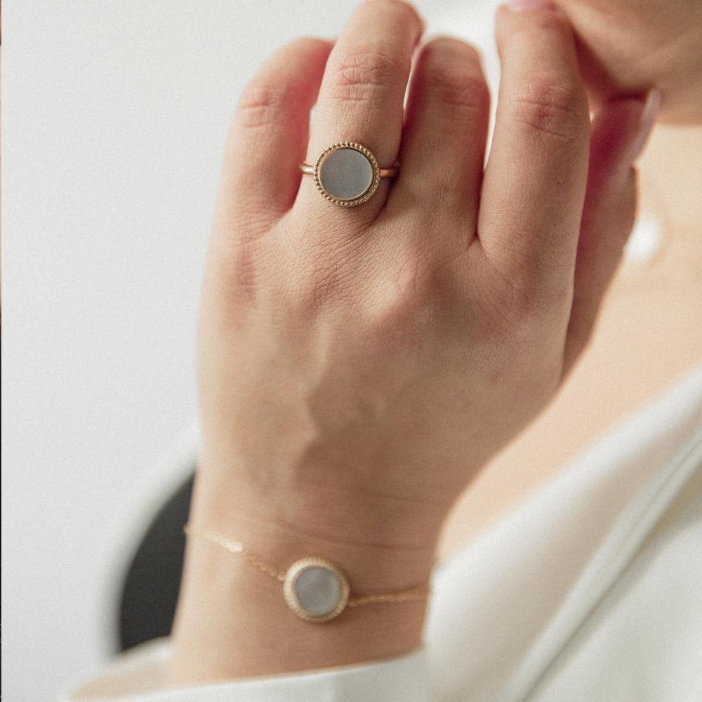 Pierścionek BLAIR pozłacany z masą perłową